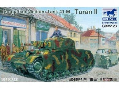 Bronco - Hungarian Medium Tank 41.M Turan II, Mastelis: 1/35, 35123