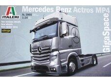 Italeri - Mercedes Benz Actros MP4 GigaSpace, Mastelis: 1/24, 3905