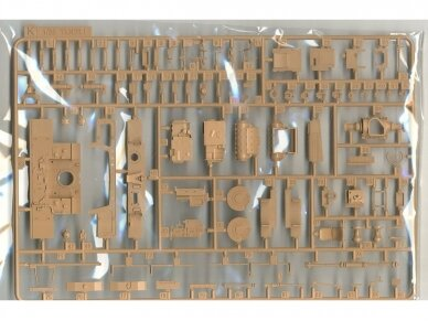 Rye Field Model - German Tiger I Early Production Wittmann's Tiger No. 504 with full interior and clear parts with workable tracks, Scale: 1/35, RFM-5025 20