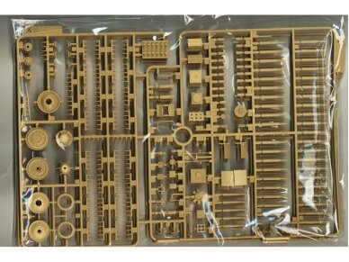 Rye Field Model - Jagdpanther G2 with Full Interior and Workable Track Links, Mastelis: 1/35, RFM-5022 16