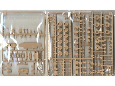 Rye Field Model - M4A3E8 Sherman w/Workable Track Links, Scale: 1/35, RFM-5028 7