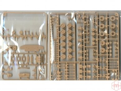 Rye Field Model - M4A3E8 Sherman w/Workable Track Links, Scale: 1/35, RFM-5028 7