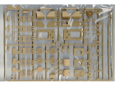Rye Field Model - Panther Ausf.G with Full Interior & Cut Away Parts, Scale: 1/35, RFM-5019 13