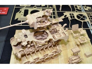 Rye Field Model - Panther Ausf.G with Full Interior & Cut Away Parts, Mastelis: 1/35, RFM-5019 4