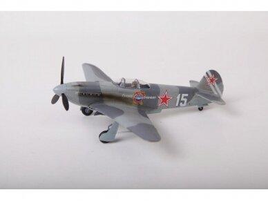 Zvezda - Soviet fighter Yak-3, 1/72, 7301 2